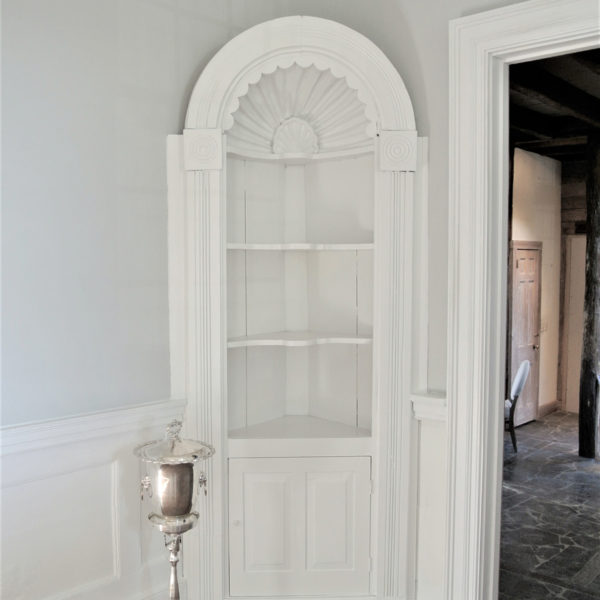 Corner shelves with lovely details. Picture courtesy of 45 Parallel Consulting LLC.
